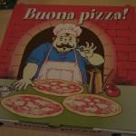 Pizzakartons zum Mitnehmen der Reste in der Pizzeria Capri in Werl