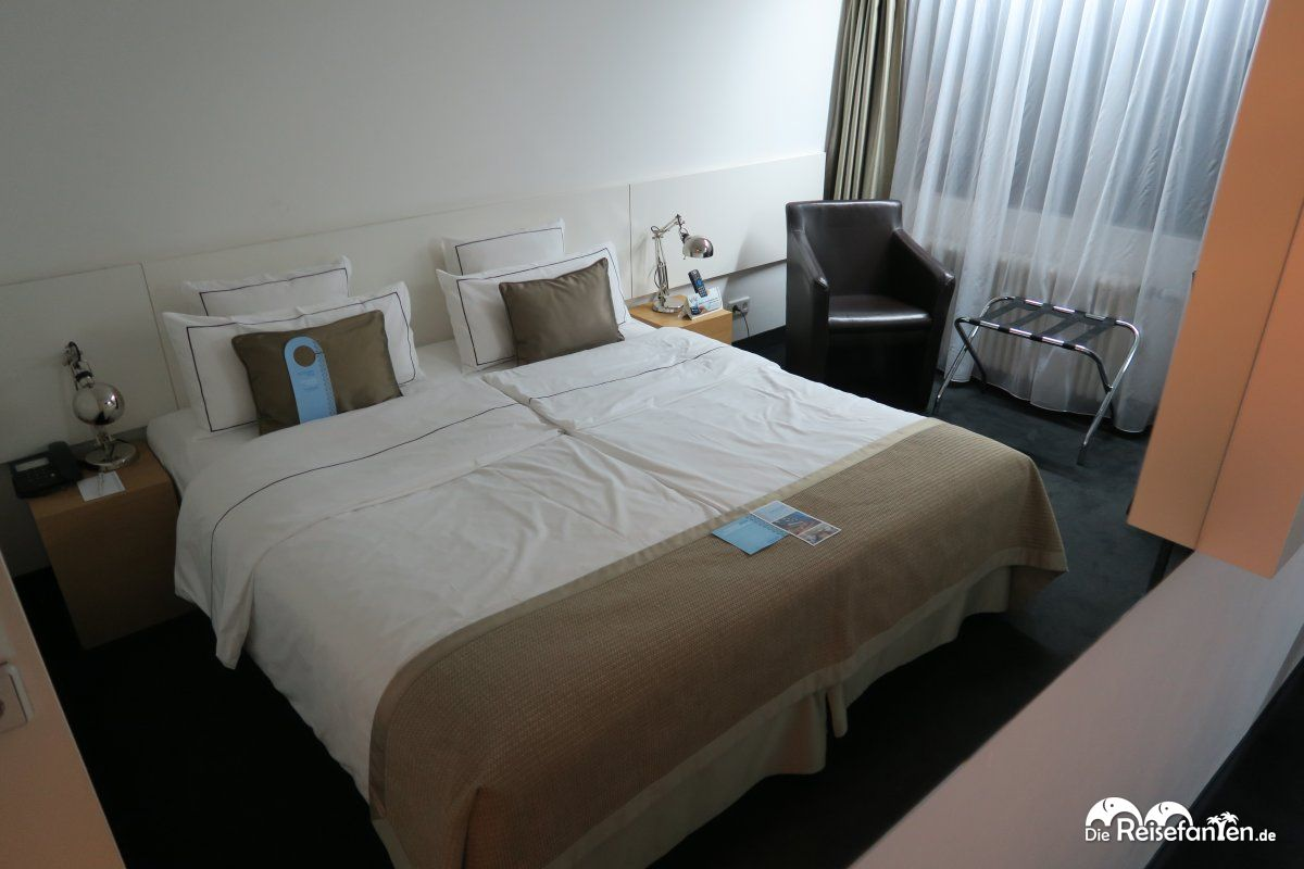 hotel wyndham excelsior in berlin. Black Bedroom Furniture Sets. Home Design Ideas