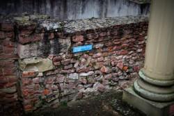 Die mittelalterliche Mauer kann sich von der römischen noch deutlich was abschneiden