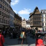 Touristisches Treiben vor dem Platz der Kathedrale