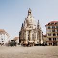 Die Dresdner Frauenkirche mit ihrem großzügigen Vorplatz