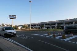 Der Flughafen Cagliari von außen