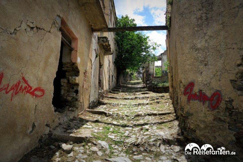 Eine alte Hangstraße in Gairo Vecchio