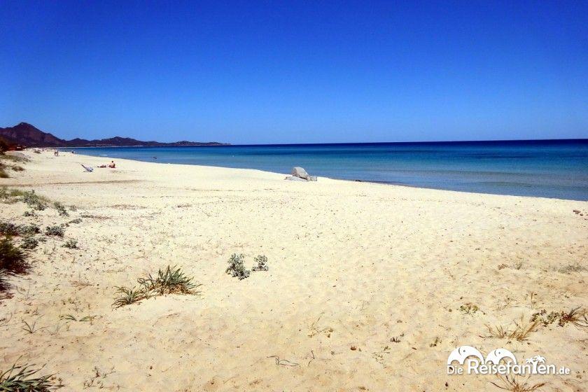 Strand an der Costa Rei auf Sardinien