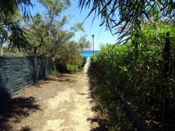 Der Weg zum Strand der Costa Rei auf Sardinien