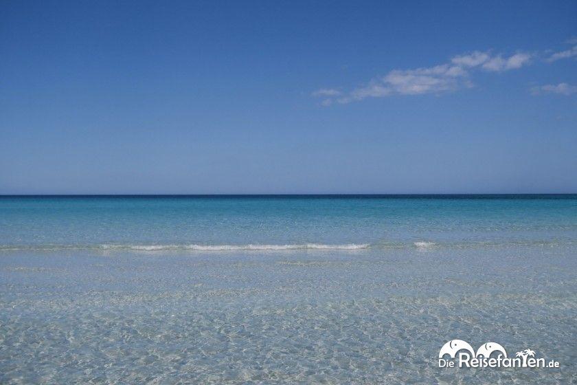 Seichtes Wasser an der Spiaggia de la Cinta auf Sardinien