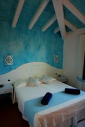 Türkises Doppelzimmer im Hotel Galanias auf Sardinien