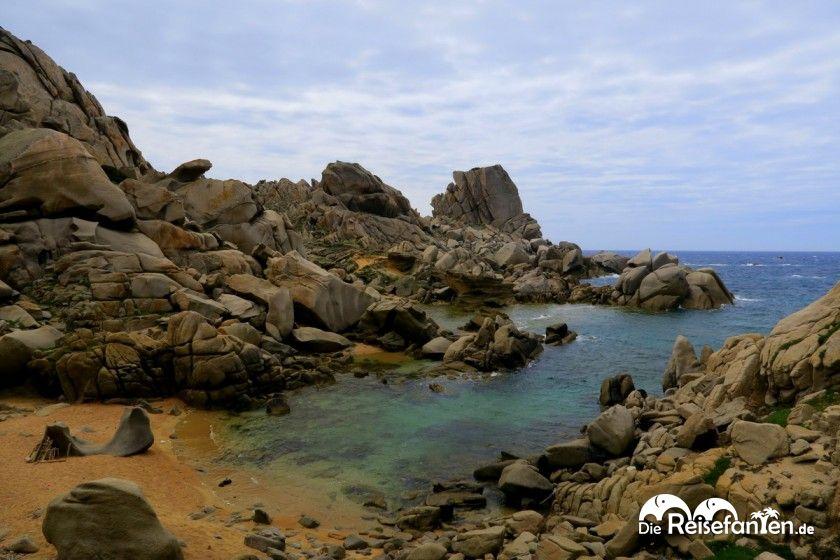 Kleine Bucht an der Capo Testa auf Sardinien