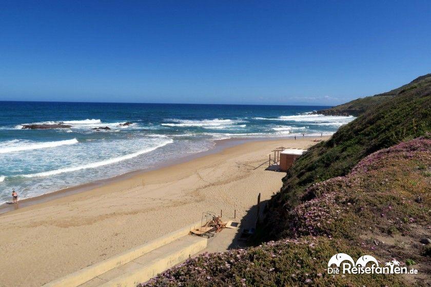 Der kleine Strandabschnitt von Lu Bagnu auf Sardinien
