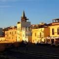 Reges Treiben auf der Promenade von Alghero auf Sardinien