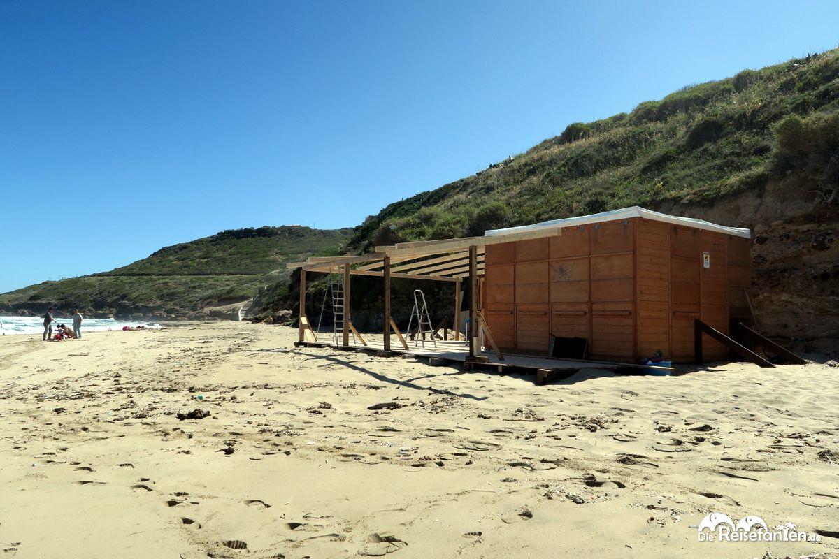 Die Strandbar in Lu Bagnu auf Sardinien war gerade im Umbau
