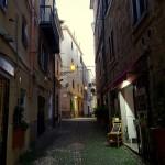 Kleine Gassen in der Innenstadt von Alghero auf Sardinien