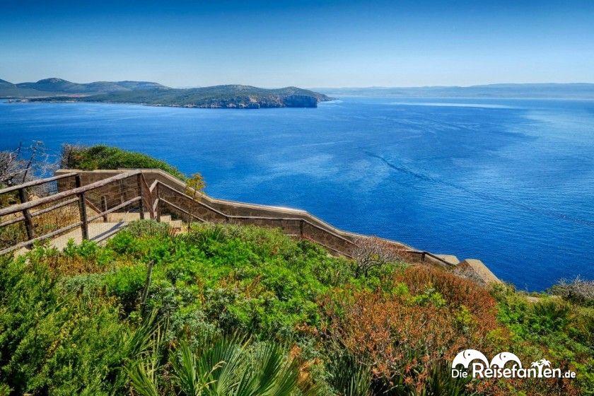 Blick auf das Cappo Caccia auf Sardinien