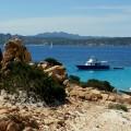 Blick auf die Blue Rider im La Maddalena Archipel auf Sardinien