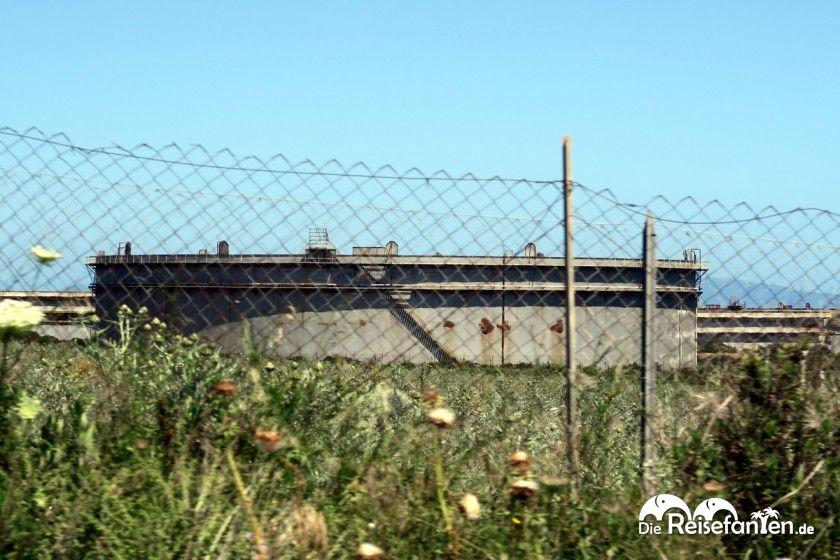 Chemietanks bei bei Porto Torres auf Sardinien