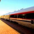 Moderner Zug am  Flughafen Cagliari auf Sardinien