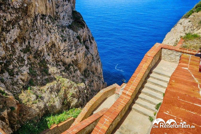 Blick auf der Abstieg zur Grotta Di Nettuno auf Sardinien