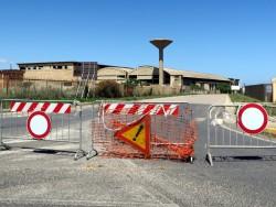 Eine abgesperrte Industrieruine bei Porto Torres auf Sardinien