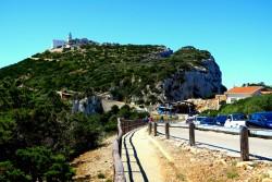 Nur wenige Parkplätze gibt es an der Grotta Di Nettuno auf Sardinien
