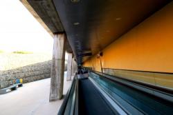 Verbingung vom Flughafen Cagliari zum Bahnsteig