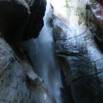 Blick nach oben am Wasserfall von Varone am Gardasee