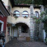 Neben dem Eingangsbereich gibt es auch noch Souvenirshop und eine Bar am Wasserfall von Varone am Gardasee