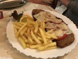 Mailänder Schnitzel mit Sauce Hollandaise im Schnitzelhaus FOR YOU in Blankenbur