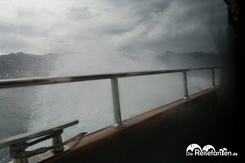 Stürmische Überfahrt auf der Fähre von Limone sul Garda nach Malcesine