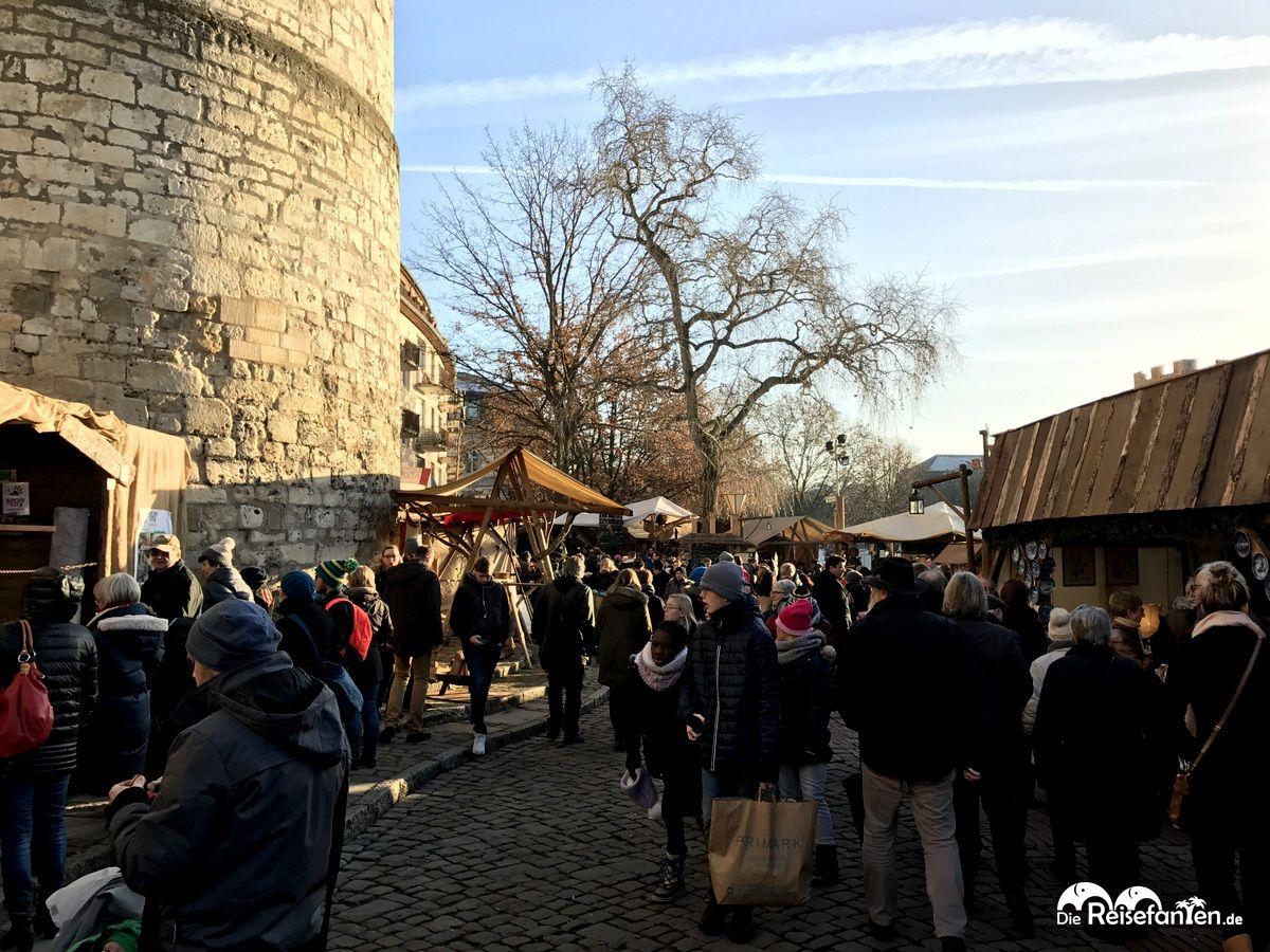 Mittelalterliche Stimmung auf dem Weihnachtsmarkt in Hannover