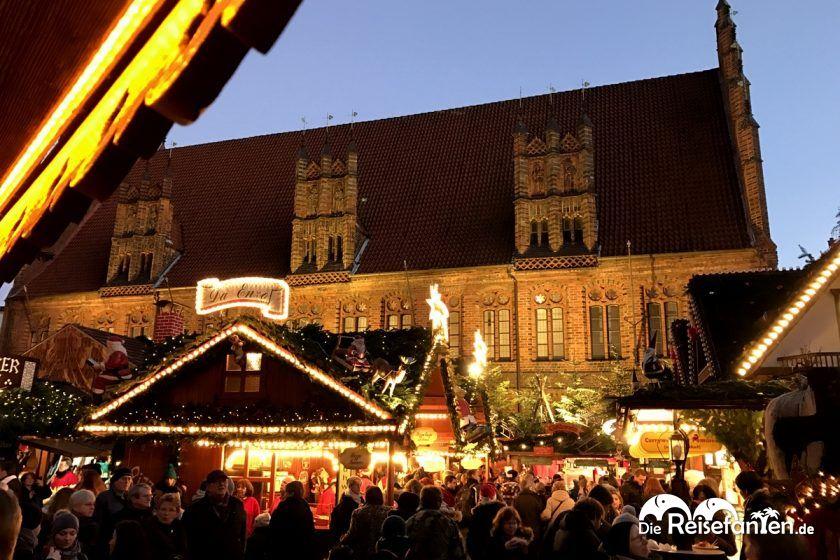 Auf dem Marktplatz auf dem Weihnachtsmarkt in Hannover