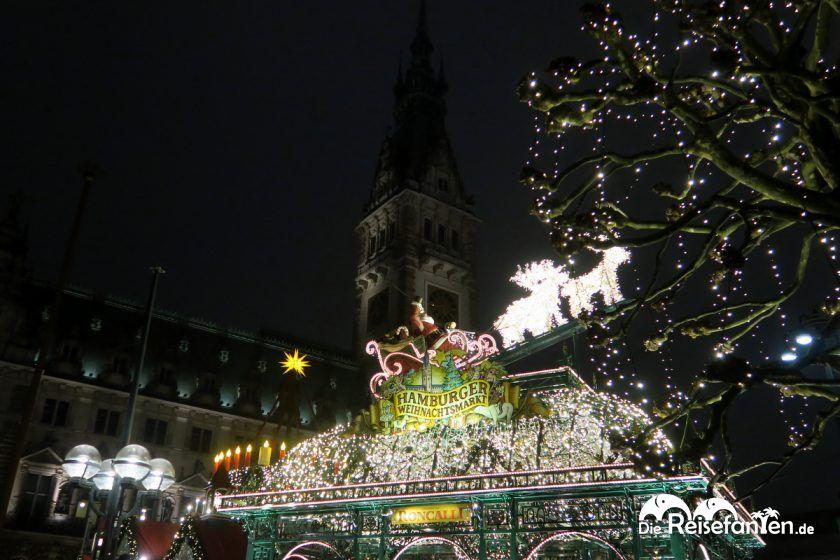 Auf dem Rathaus Weihnachtsmarkt in Hambur