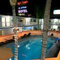 Blick auf den Innenbereich des Saharan Motor Hotels in Hollywood