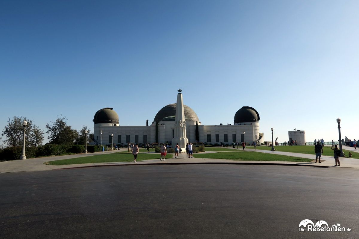 Frontalansicht des Griffith Observatory auf dem Mount Hollywood