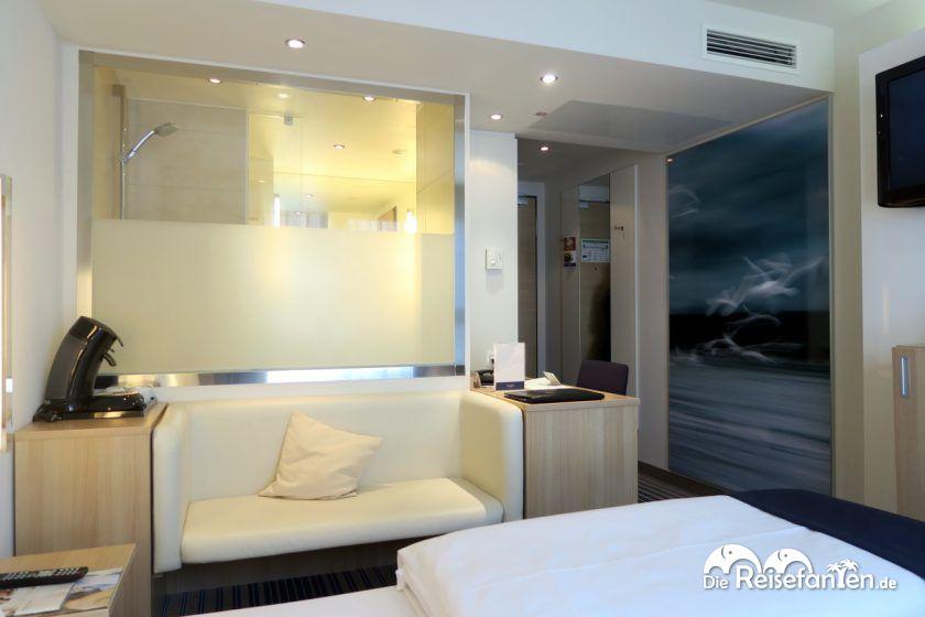 Blick auf das Badezimmer im im Welcome Hotel in Frankfurt
