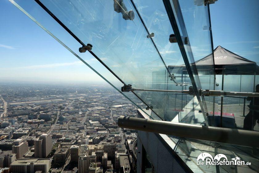 Die Skyslide im OUE Skyspace in Los Angeles