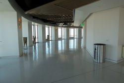 Leere Gänge im OUE Skyspace in Los Angeles