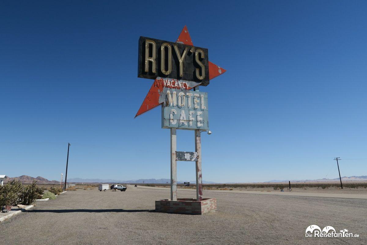 Das berühmte Schild von Roys Motel und Café in Amboy