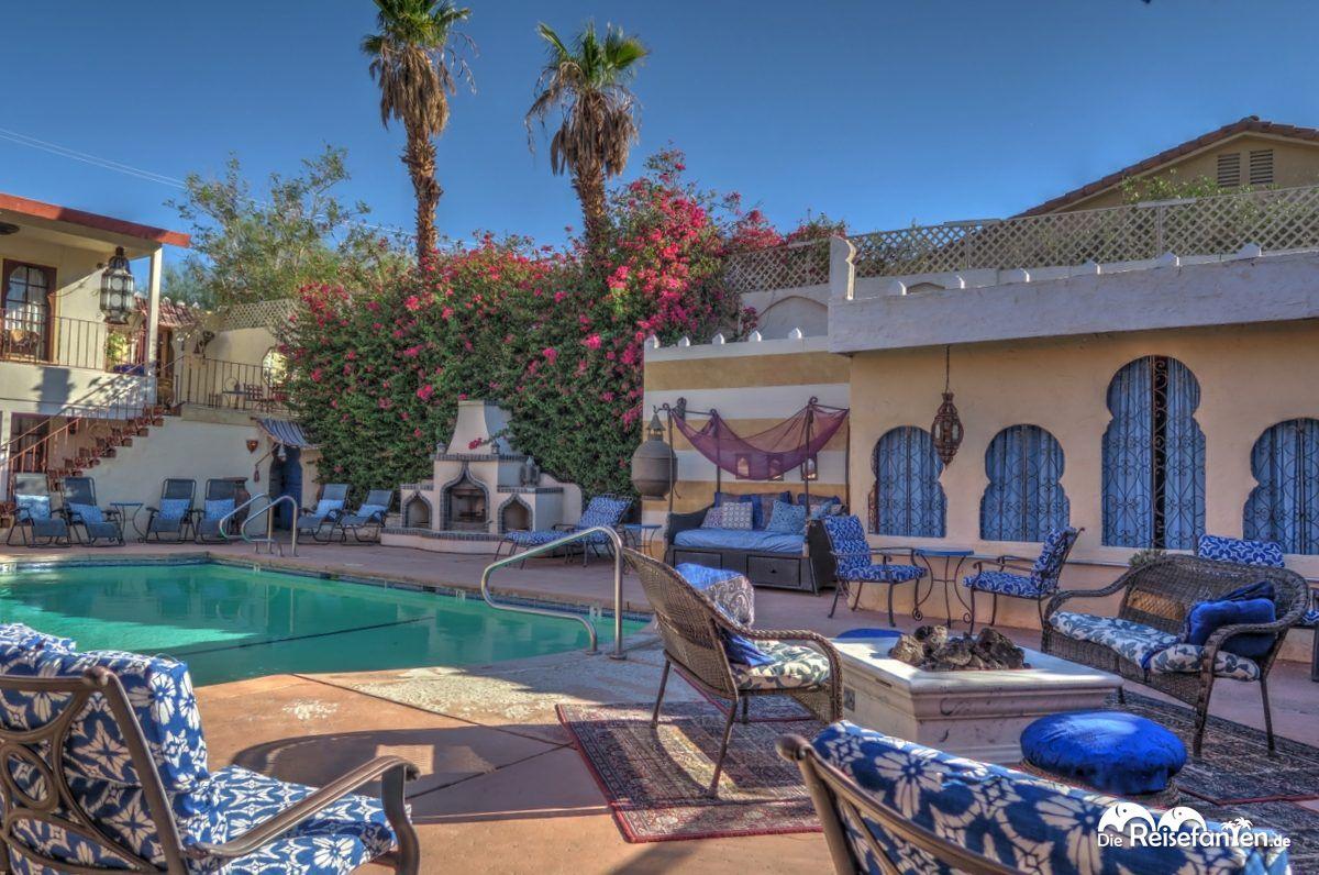 Der Pool mit Feuerstelle im El Morocco Inn Spa