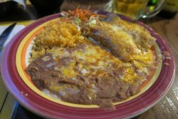 Leckere Enchiladas im Restaurant South of the Border in Desert Hot Springs