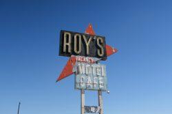 Das Schild von Roys Motel und Café in Amboy taucht in vielen Filmen und Werbeclips auf