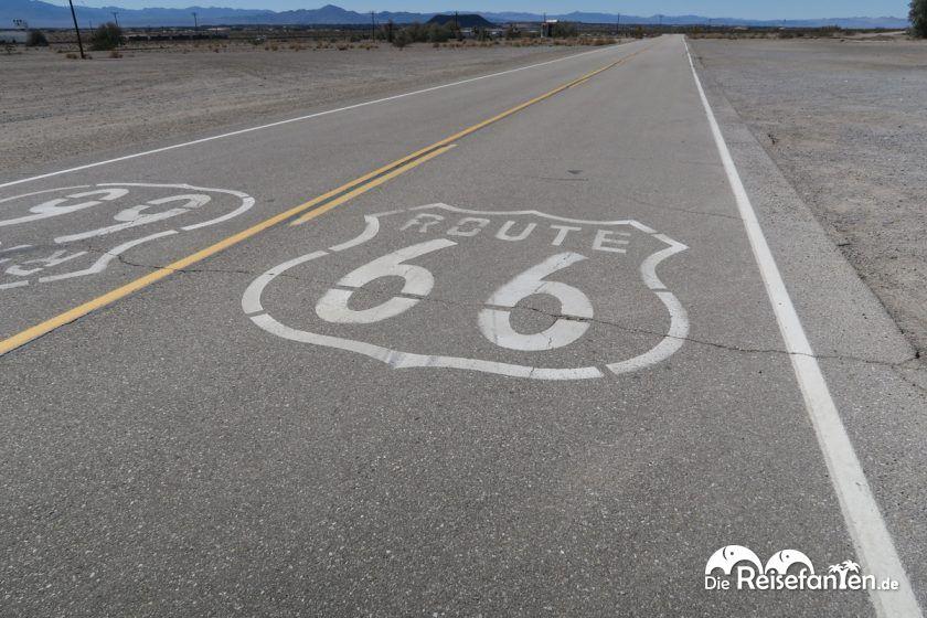 Die Route 66 verläuft direkt an Roys Motel und Café in Amboy vorbei