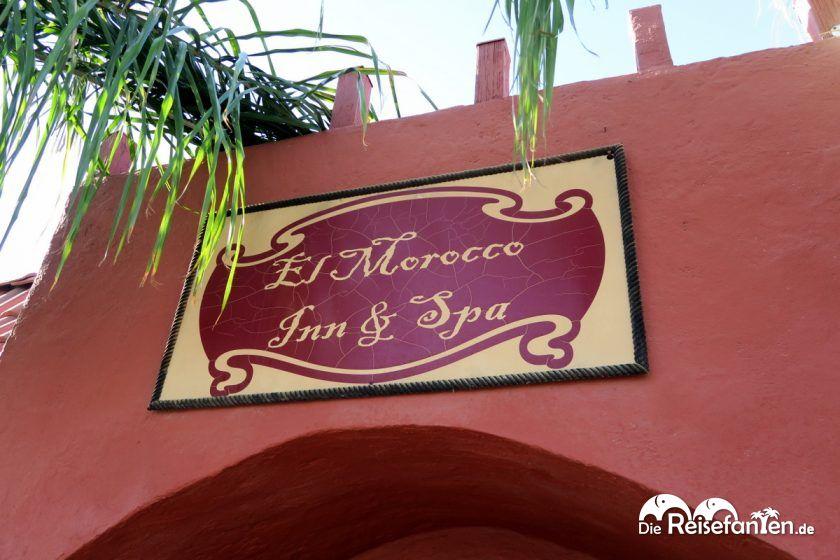 Eingangsschild des El Morocco Inn Spa