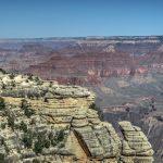 Die Menschen wirken vor der Kulisse des Grand Canyon Nationalparks sehr klein
