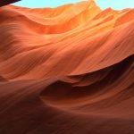 Die Sonneneinstrahlung verfärbt den Lower Antelope Canyon in unterschiedliche Farbtöne
