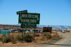 Zwei Touranbieter bieten Touren durch den Lower Antelope Canyon an