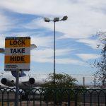 Auf dem Parkplatz vor dem Las Vegas Sign wird vor Dieben gewarnt