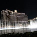 Von links nach rechts tanzen die Fontänen vor dem Bellagio in Las Vegas