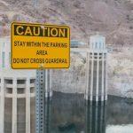 Warnschilder am Hoover Dam