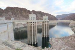 Der Hoover Dam an der Grenze zwischen Arizona und Nevada
