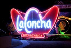 Leuchtreklame des La Concha im Neon Museum in Las Vegas